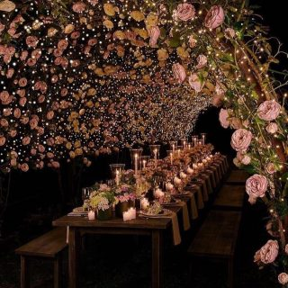 What a dreamy setting 😍 . . . . . . . . . 📸 @bellethemagazine  . #weddingdecor #weddinginspiration #weddingphotography #weddingday #outdoorwedding #weddinggoals #weddingday #weddingflowers #weddingroses