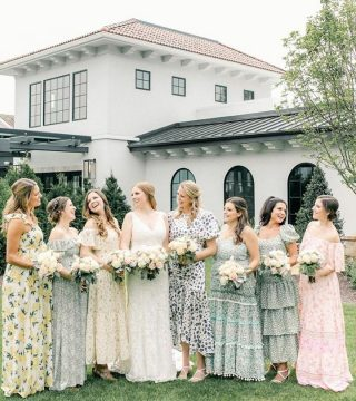 What a fresh take on bridesmaid dresses! Instead of just choosing one why not just stick to a theme, like floral patterns. 🌸🌺🌸⠀ ⠀ 📸@krystalbalzerphoto⠀ ⠀ ⠀ #weddinginspiration #weddinginspo #portraits #weddingportraits #brooklynwedding #bridesmaids #weddingparty #squadgoals #naturallight #floraldress #bridesmaidinspiration #peronafarms #peronafarmswedding #bridesmaiddresses