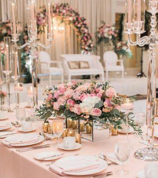Dining by candlelight! The table setting is to die for. 😍⠀ ⠀ 📸@wedmegood⠀ ⠀ #weddingdecor #floraldecor #floralweddingdecor #weddingtablescape #floraldesign #weddingflowers #floralcenterpiece #flowercenterpiece #tableflowers #engaged2021 #justengaged #planningawedding