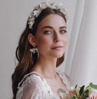 What kind of make up do you want for your wedding? 🌸💕⠀ ⠀ 📸@lovelyweddinghairstyles⠀ ⠀ ⠀ ⠀ #princessdress #disneywedding #dresses #bride #bridal #bridetobe #fashion #weddingphoto #weddings #lace #groom #couture #fashion #weddinghairstyle #haristyle #updo #weddingsinpo #wedding #weddingday