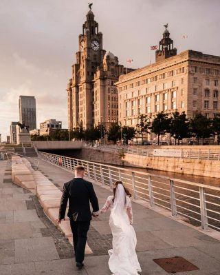 What a stunning spot to have your wedding photos taken. Magical! 🤩⠀ ⠀ 📸@paulwaringphoto⠀ ⠀ #northwestwedding #liverpoolwedding #liverbuilding #pierhead #weddingphotoshoot  #weddinginspo #weddinginspiration