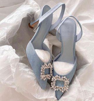 ✨Something borrowed, something blue 💙  📸 @bridesjournal