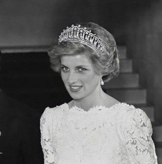 An icon. What did you think of Diana's dress? We love the tiara #bringbackthetiara ⠀ ⠀ 📸@princesadianadegales2⠀ ⠀ ⠀ #princessdiana #ladydiana #ladydi #dianadegales #dianathemusical #dianalovers #dianaqueenofhearts #dianaslegacy #princessdianamuseum #princessdianamemorialgarden #dianaremembered #princessdiana3dvirtualmuseum #sussexroyal #cambridgeroyal #britishroyalfamily #kensingtonpalace #buckinghampalace #windsorcastle #royalwedding #princewilliam #princeharry #queenelizabeth2 #thecrown #thecrownnetflix #thecrownseason4 #royals #monarchy